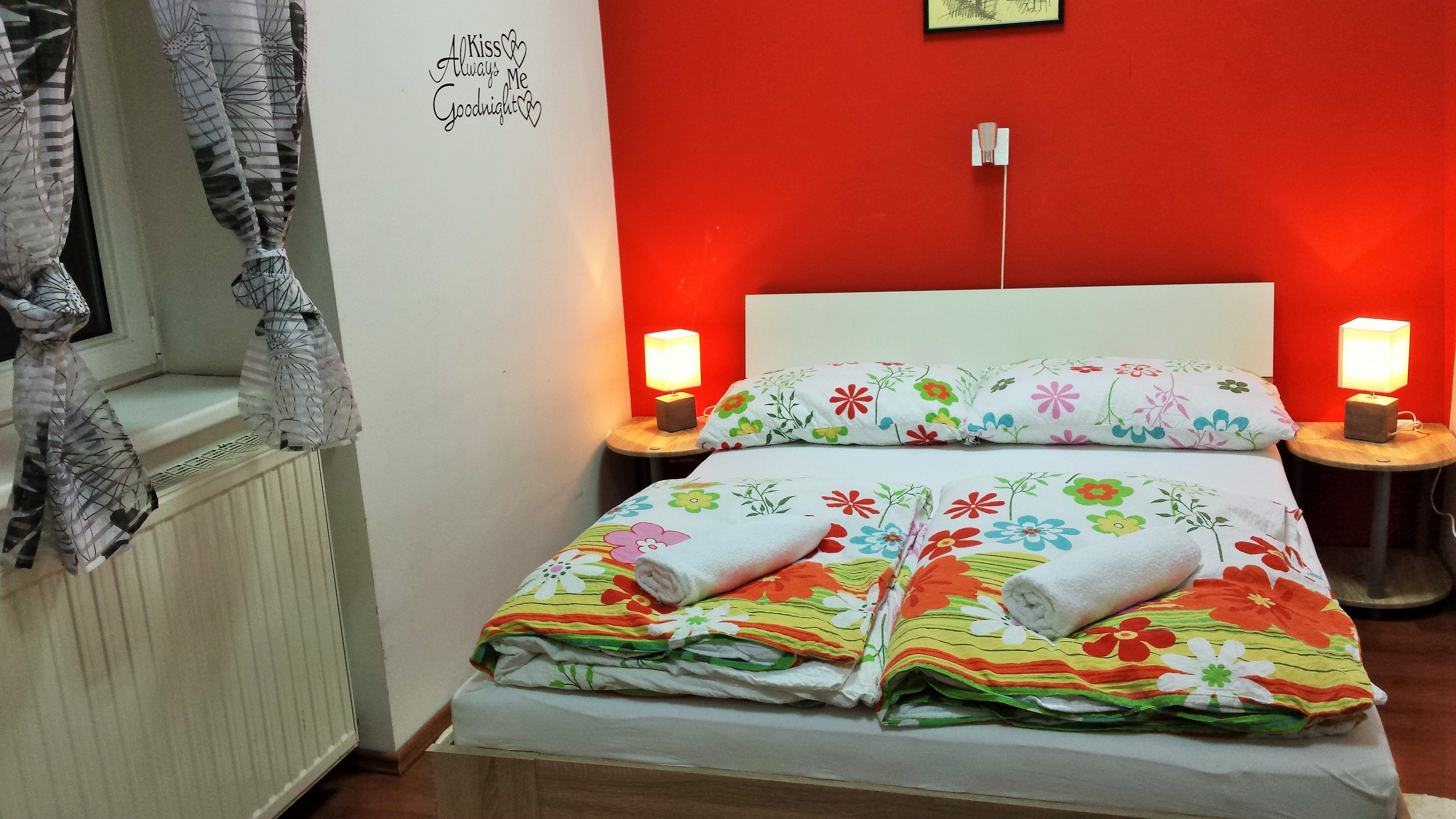 Chameleon room with double bed and private bathroom